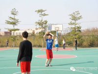 龙宁队与商会队篮球赛精彩瞬间